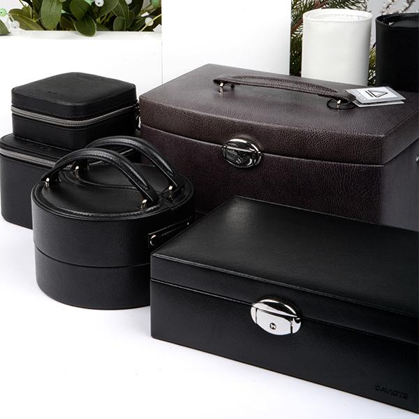 Additional sales: jewellery cases as Christmas presents!
