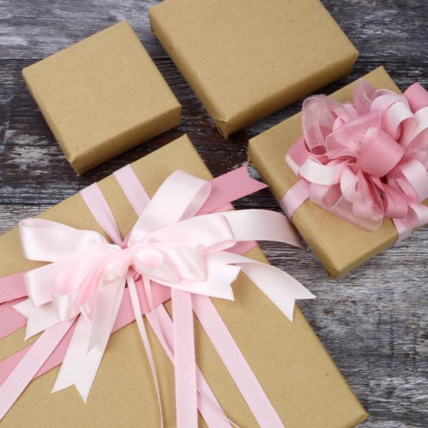 Beautiful ribbons: bows for gift-wrapping and unboxing