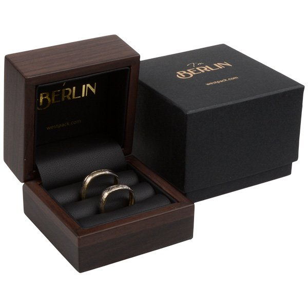 Berlin sieradendoosje voor trouwringen Mat hout met walnoot-look / Zwart kunstleer 70 x 70 x 52