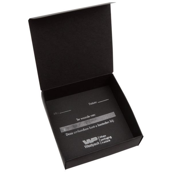 Cadeaubon als vouwdoosje, 50 stuks Zwart karton/ Nederlandse tekst in zilver 100 x 100 x 30 NL