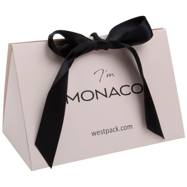 Monaco Boîte cadeau avec poignée satin Carton rose clair mat/ Poignées en satin noir 160 x 110 x 90
