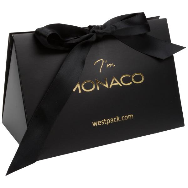 Monaco Boîte cadeau avec poignée satin Carton noir mat/ Poignées en satin noir 160 x 110 x 90