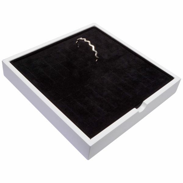 Plateau présentation: 20x bracelet Bois blanc lacqué/ Coussins en mousse noire 241 x 241 x 38