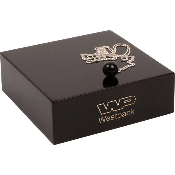 Presentatieblok voor sieraden, medium Hoogglans gelakt zwart hout, met bedrukking 120 x 120 x 40