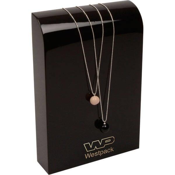 Présentoir bracelet/collier - Vertical, M.M. Bois laqué noir, avec impression 150 x 220 x 40