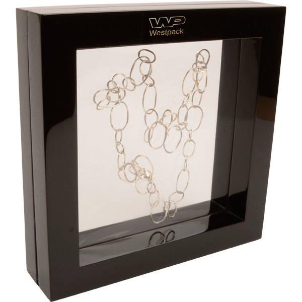 Sieradendisplay met siliconenvenster, groot Hoogglans gelakt zwart hout, met bedrukking 260 x 260 x 60