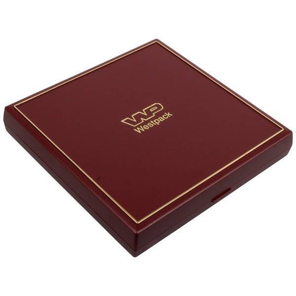 Grootverpakking -  Torino doosje voor collier Bordeaux plastic met gouden bies / Zwart foam 160 x 160 x 23