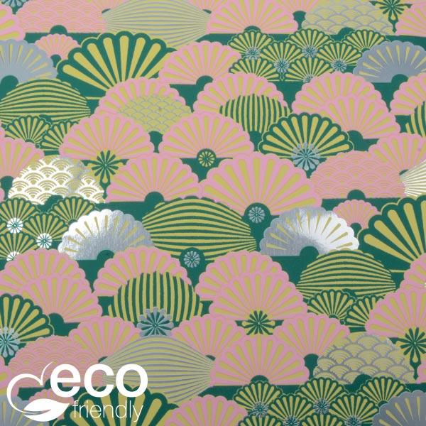 Milieuvriendelijk cadeaupapier nº 2600 ECO Donkergroen papier met grafische print  50 cm - 100 m