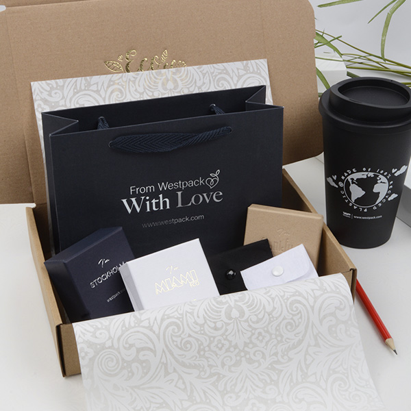 Online fair (DKK/NOK) / 2021 Folder + Goodiebox + Gift