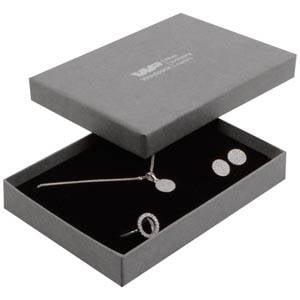 Boston smykkeæske til sæt af ring/øreringe/vedhæng Mat grå karton med let struktur / Sort skumindsats 108 x 80 x 17