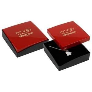 Copenhagen écrin pour bracelet/grand pendentif Couvercle rouge, base noire / Mousse noire 80 x 80 x 24