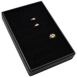Mała kaseta na 28 pierścionków Czarna wkladka / czarna gabka 156 x 235 x 32 Insert: 135,5x216x10mm