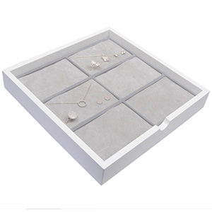 Plateau présentation: 6x parures 3 pièces Bois blanc lacqué/ Coussins en mousse gris clair 241 x 241 x 38