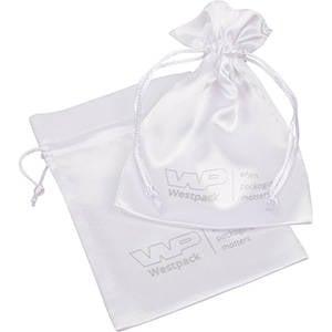 Satinpose med logotryk på pose, medium Hvid satin 110 x 155