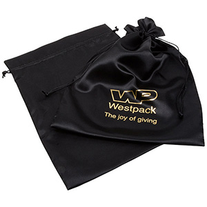 Satinpose med logotryk på pose, XL Sort satin 250 x 350