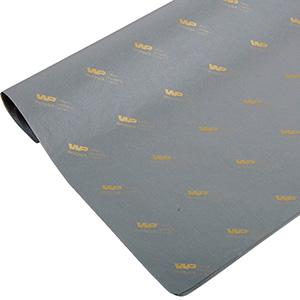Silkepapir med logo, små ark Grå med tryk i guld 375 x 500 17 gsm